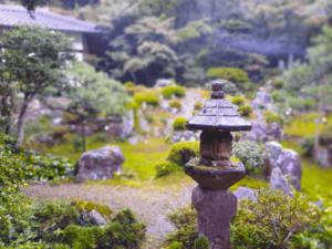 滋賀県米原市-青岸寺-喫茶去kissa-ko-国指定名勝青岸寺庭園-灯籠