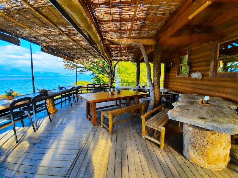 滋賀県-カフェ-琵琶湖-周辺-景色-湖岸-シャーレ水ヶ浜-cafe-chalet-バルコニー席-奥