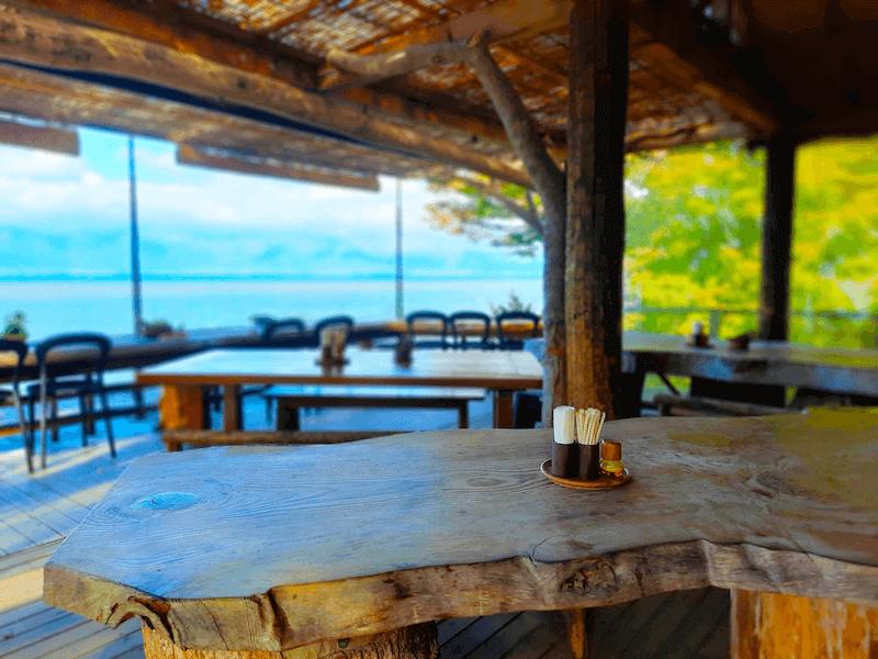 滋賀県-カフェ-琵琶湖-周辺-景色-湖岸-シャーレ水ヶ浜-cafe-chalet-バルコニー席