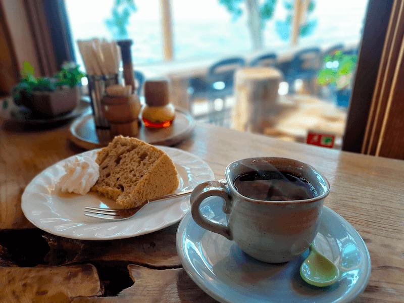 滋賀県-カフェ-琵琶湖-周辺-景色-湖岸-シャーレ水ヶ浜-cafe-chalet-メニュー-ブレンド-珈琲-コーヒー-coffee-シフォンケーキ