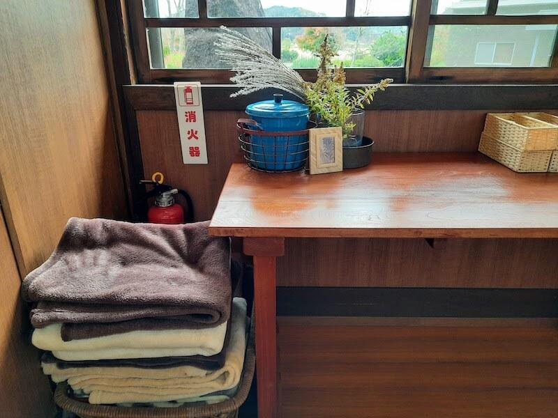 滋賀県-近江八幡市-円山町-ユースホテル-カフェ-ハコテアコ-hakoteako-膝掛け-毛布-ブランケット