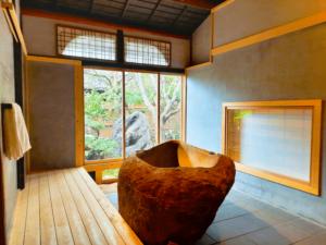 滋賀県-近江八幡市-玉屋町-カフェ-さんずい-氵-ホテル-まぐろ石-お風呂-バスルーム