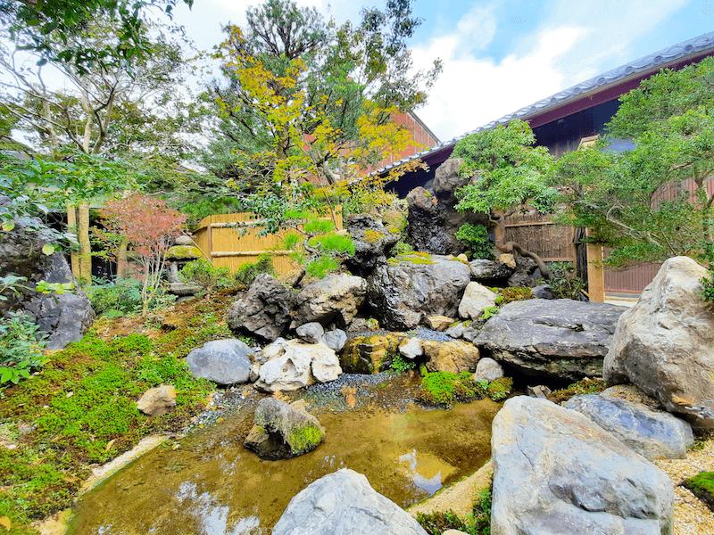 滋賀県-近江八幡市-玉屋町-カフェ-さんずい-氵-ホテル-旅館-お庭-庭園