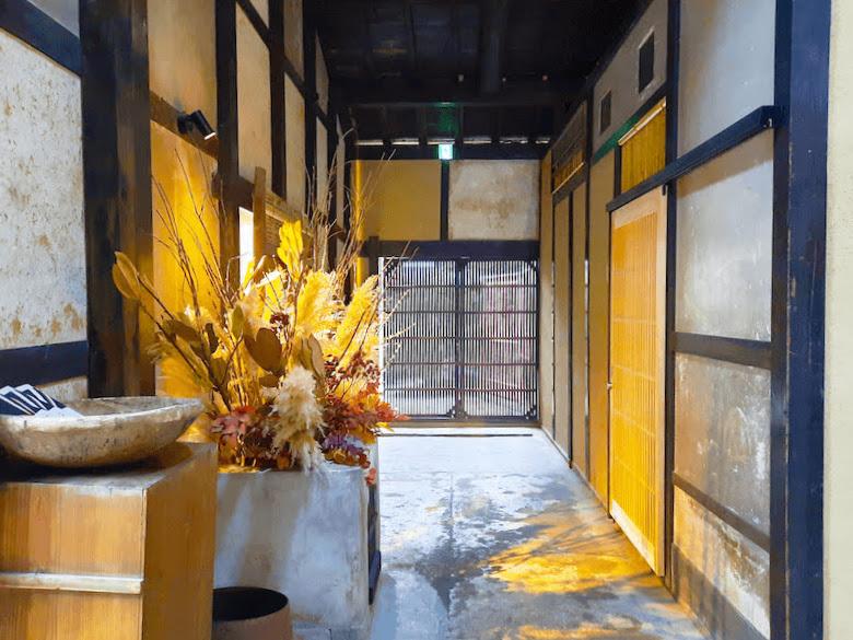 滋賀県-近江八幡市-玉屋町-カフェ-さんずい-氵-ホテル-旅館-廊下