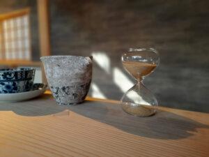 滋賀県-近江八幡市-玉屋町-カフェ-さんずい-氵-メニュー-日吉茶-砂時計