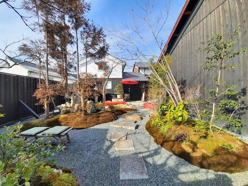 滋賀県-近江八幡市-玉屋町-カフェ-さんずい-氵-旅籠八-わかつ-庭-庭園
