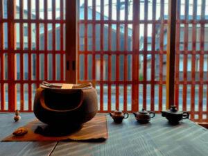 滋賀県-近江八幡市-玉屋町-カフェ-さんずい-氵-窓-景色-陶器