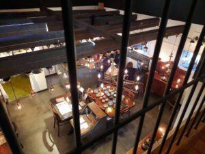 滋賀県-近江八幡市-新町-八幡堀-日牟禮八幡宮-AtelierKeymen船着場-カフェ-2階からの1階の景色